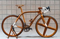Ninth-generation Japanese shipwright handcrafts lightweight mahogany bicycles