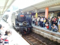 Restored Japanese model C57 steam locomotive run again in Taiwan