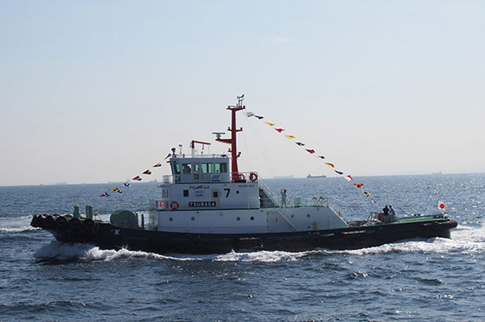 Japan's First LNG-Fueled Tugboat Receives 2013 Marine Engineering