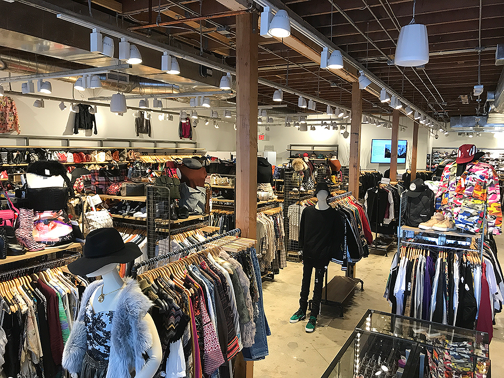 2nd STREET Melrose - Inside Store