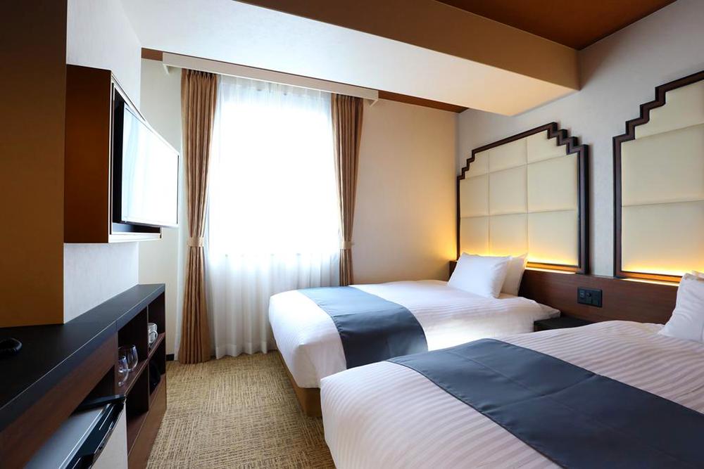 Hotel-Room-02