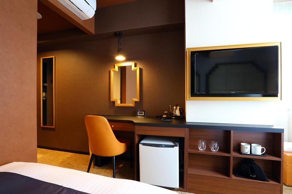 Hotel-Room-03