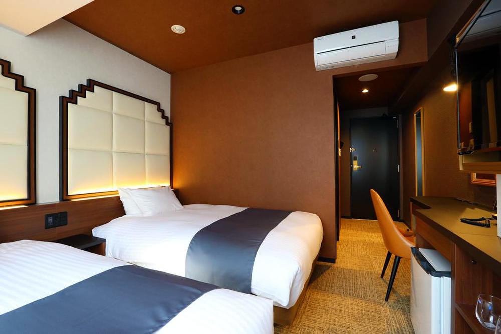 Hotel-Room-04