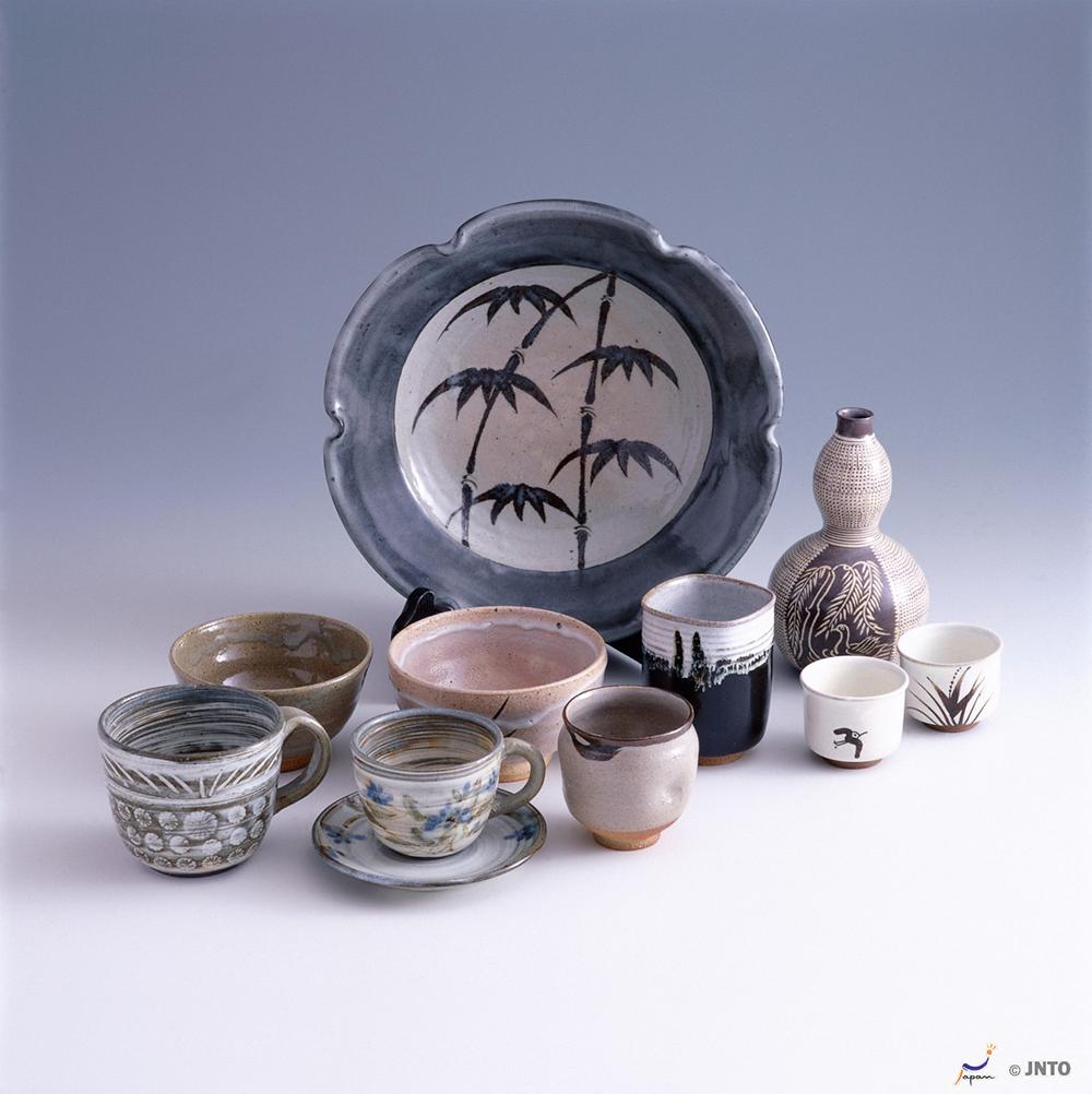 Karatsu-Yaki (Karatsu Pottery Wares)