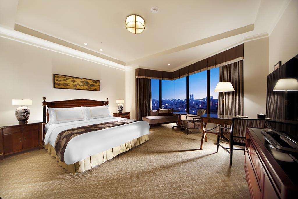 PREMIER City View King Bedroom Executive Floor